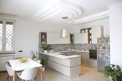 Interior moderno de la casa de la cocina Foto de archivo