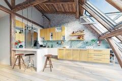 Interior moderno de la cocina del ático Fotografía de archivo