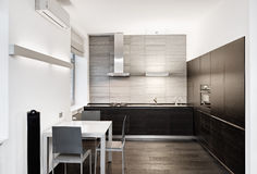 Interior moderno de la cocina del estilo del minimalism imagen de archivo libre de regalías