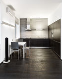 Interior moderno de la cocina del estilo del minimalism foto de archivo