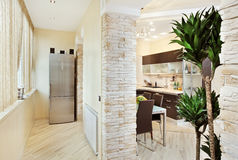 Interior moderno de la cocina y del balcón fotografía de archivo