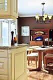 Interior moderno de la cocina y del comedor Imagen de archivo libre de regalías
