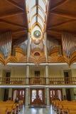 Interior moderno de la iglesia católica del Espíritu Santo de la ciudad de Heviz Imagen de archivo