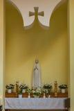 Interior moderno de la iglesia católica del Espíritu Santo de la ciudad de Heviz Imágenes de archivo libres de regalías