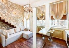 Interior moderno de la sala de estar del estilo con la escalera Foto de archivo libre de regalías