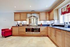Interior moderno de lujo de la cocina imagenes de archivo