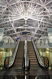 Interior moderno del aeropuerto Foto de archivo libre de regalías