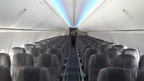 Interior moderno del avión de pasajeros de la compañía del viento de Nord metrajes