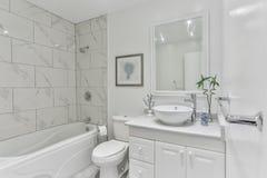 Interior moderno del cuarto de baño Foto de archivo