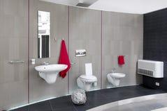 Interior moderno del cuarto de baño fotos de archivo