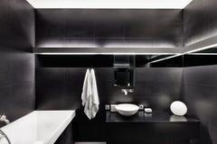 Interior moderno del cuarto de baño del estilo del minimalism fotografía de archivo libre de regalías
