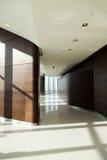 Interior moderno del pasillo del rascacielos foto de archivo libre de regalías