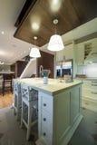 Interior moderno do apartamento, área da cozinha Imagem de Stock
