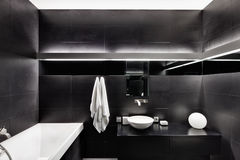 Interior moderno do banheiro do estilo do minimalism Fotografia de Stock Royalty Free