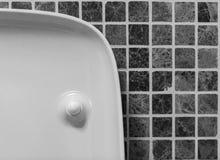 Interior moderno do banheiro do estilo do minimalismo em tons preto e branco Fragmento do interior do banheiro Fotografia de Stock