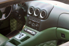 Interior moderno do carro de esportes de ferrari Fotografia de Stock