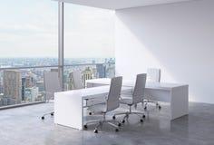 Interior moderno do escritório com janelas enormes e vista panorâmica de New York Um conceito do local de trabalho do CEO ilustração royalty free