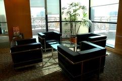 Interior moderno do prédio de escritórios Fotos de Stock Royalty Free