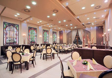 Interior moderno do restaurante do hotel Imagens de Stock Royalty Free