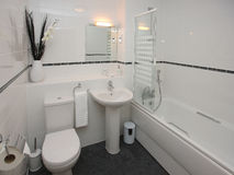 Interior moderno luxuoso do banheiro foto de stock royalty free