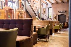 Interior moderno vacío del restaurante Imagen de archivo