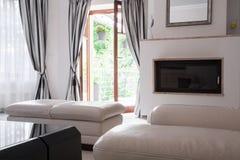 Interior morno da sala de estar Fotos de Stock