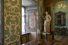 Free Interior Of The Room With Table, Chairs, Statue In The Ancient Old Castle Stock Photos - 104827613