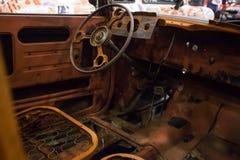 Interior oxidado de un coche viejo imagen de archivo libre de regalías
