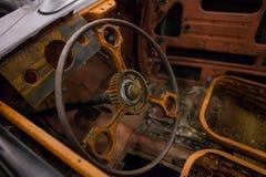 Interior oxidado de un coche viejo fotografía de archivo libre de regalías