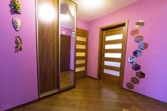 Interior púrpura del pasillo Imagen de archivo libre de regalías
