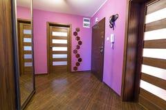 Interior púrpura del pasillo Fotos de archivo libres de regalías