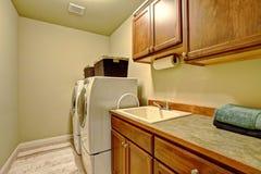 Interior padrão da lavandaria na casa americana Fotografia de Stock