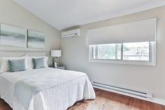 Interior pasado de moda del dormitorio Imagen de archivo libre de regalías