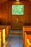 Interior pequeno da capela fotografia de stock royalty free