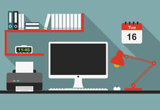 Interior plano del lugar de trabajo de la oficina con las sombras largas Imágenes de archivo libres de regalías