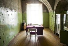 Interior pobre velho da sala Foto de Stock Royalty Free