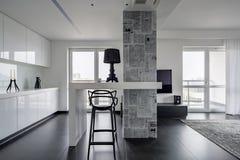 Interior preto e branco moderno foto de stock royalty free