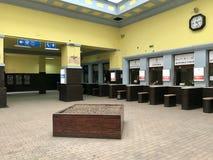 Interior principal da estação de trem de Belgrado, Sérvia foto de stock royalty free