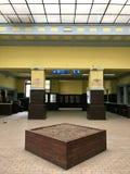 Interior principal da estação de trem de Belgrado, Sérvia fotos de stock