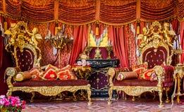 Interior rococó francés real pomposo real de oro lujoso, Rus fotos de archivo