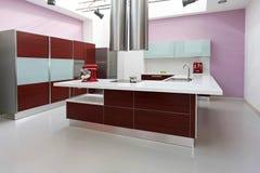 Interior roxo da cozinha Fotografia de Stock