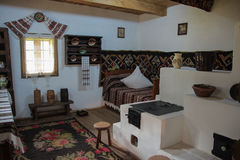 Interior rumano tradicional de la casa Imagenes de archivo
