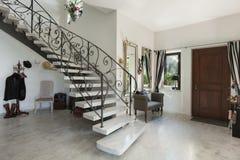 Interior, salão com escadaria Foto de Stock