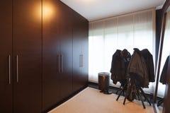 Interior, sitio del guardarropa imagenes de archivo