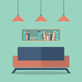 Interior Sofa And Bookshelves do projeto moderno Foto de Stock Royalty Free