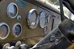 Interior/tablero de instrumentos clásicos del coche foto de archivo libre de regalías