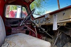 Interior/tablero de instrumentos clásicos del coche fotos de archivo libres de regalías