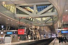 Interior terminal del tren de Francfort. Ferrocarril imagen de archivo