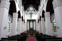 Interior un católico del templo Fotos de archivo