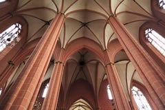Interior urbano de la iglesia en Francfort, Alemania Fotos de archivo libres de regalías